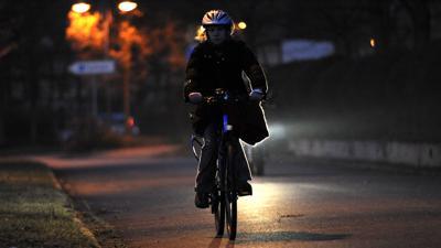 Stutensee, DEU, 25.11.2008: Nicht alle fahren in Schulzentrum in Blankenloch mit dem Fahrradlicht.  25.11.2008