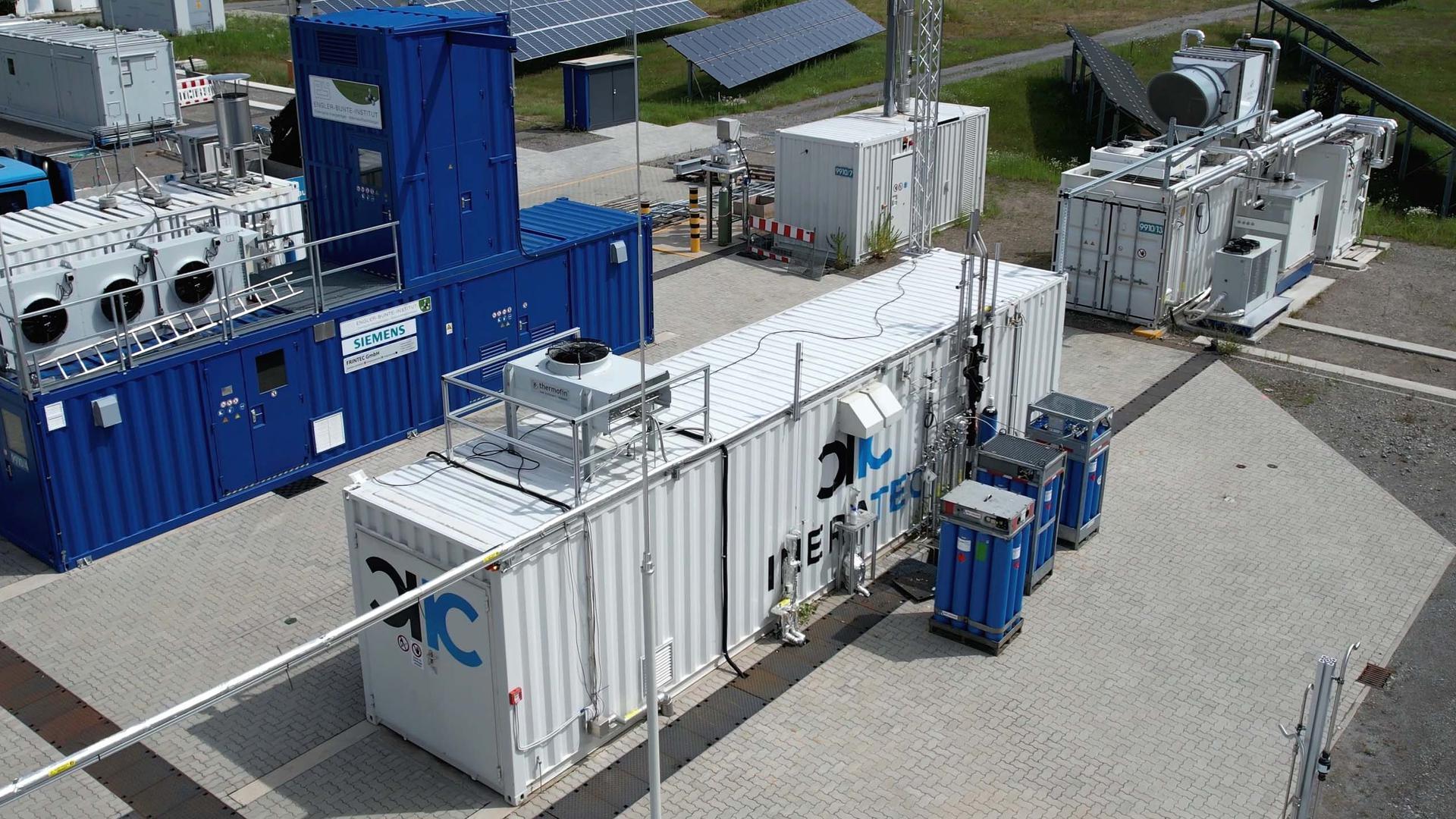 Keimzelle der Entwicklung am Energy Lab 2.0 auf dem KIT-Campus Nord: In kompakten, transportablen Container-Anlagen produziert die Ineratec GmbH ihre klimaneutralen Kraftstoffe.
