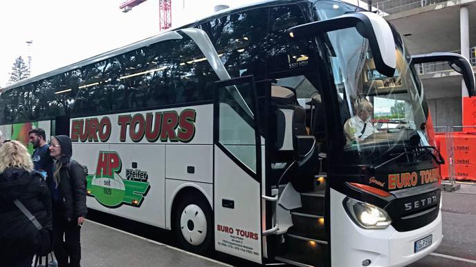 Der Bus der blau-weißen KSC-Freunde.