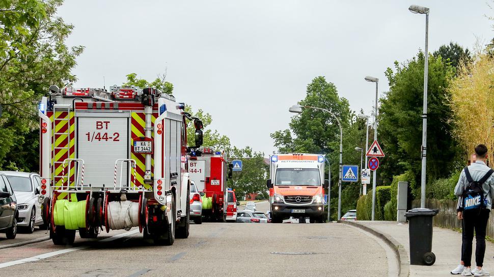 Zur Zeit sind Polizei, Feuerwehr, DRK und mehrere Rettungshubschrauber im Einsatz.