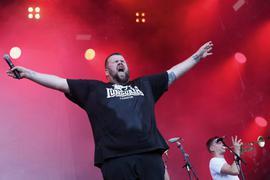 """Die Punkband """"Feine Sahne Fischfilet"""", im Bild Sänger Jan Gorkow, ist für einen Auftritt beim Open-Air-Festival """"Das Fest"""" gebucht."""