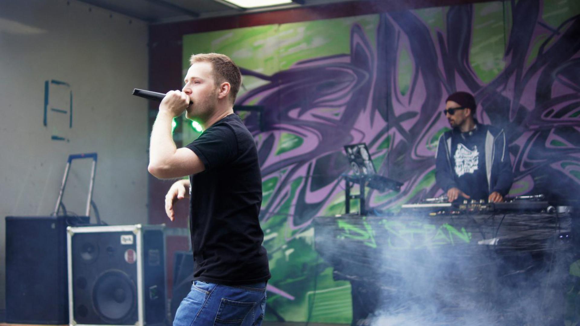 """Gemeinsam mit DJ Stean wird Mars of Illyricum heute Abend auf der Feldbühne bei """"Das Fest"""" stehen."""