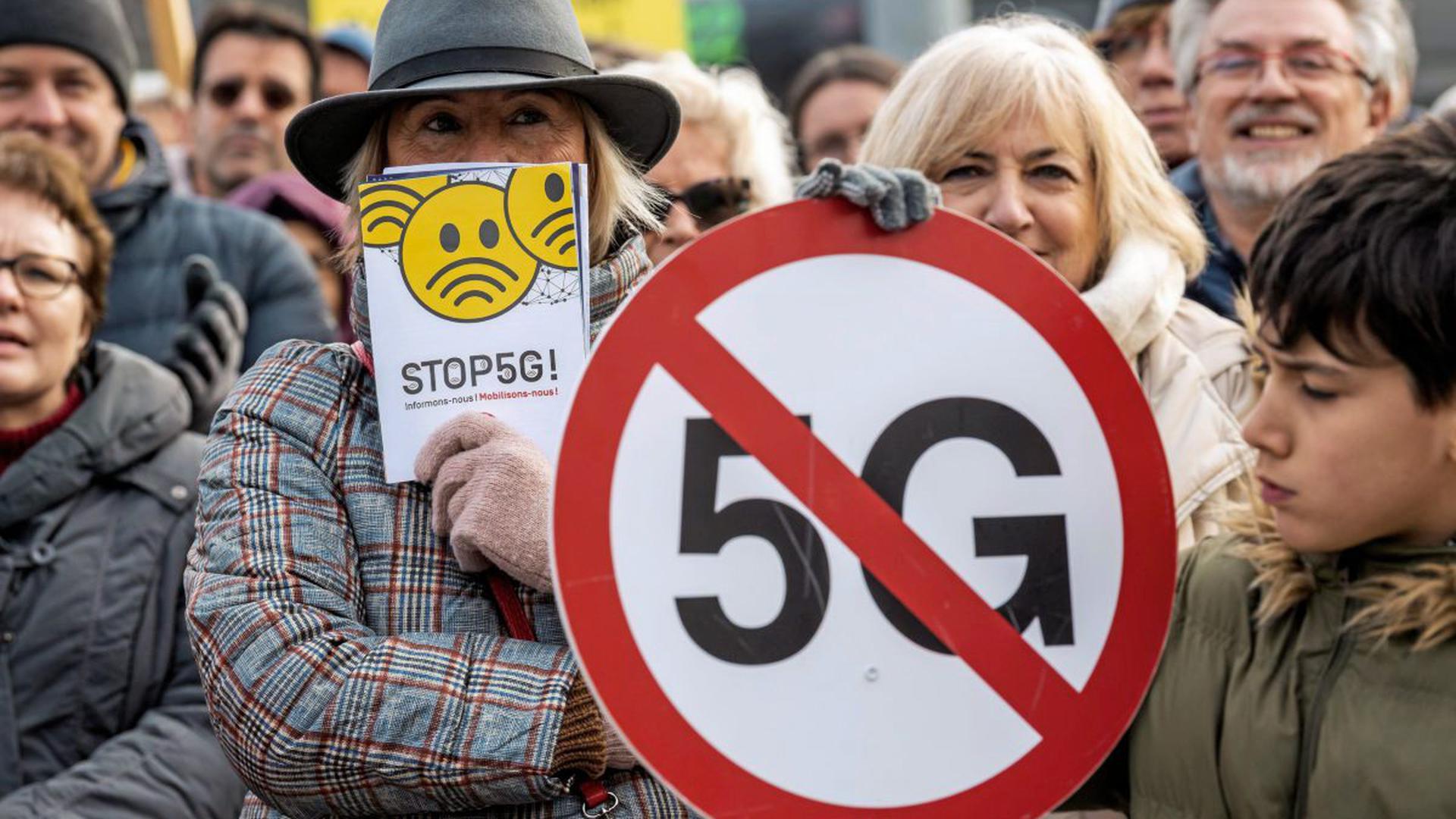 Der Ausbau des Mobilfunknetzes stößt auf Widerstand – so wie hier in der Schweiz gegen den neusten technischen Standard 5G.