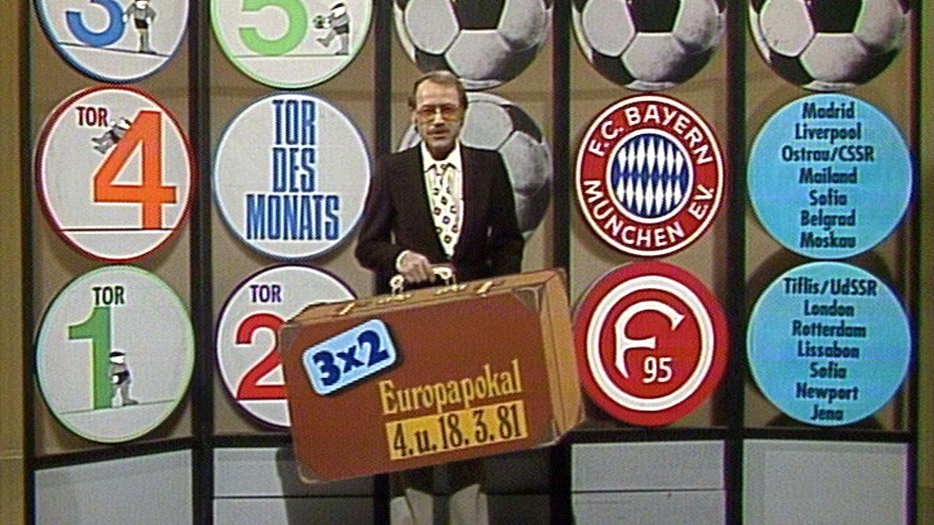 """ARD/WDR 50 JAHRE SPORTSCHAU, am Samstag (08.01.11) um 18:00 Uhr im ERSTEN. Addi Furler, neben seinen Kollegen Ernst Huberty und Günther Siefarth Moderator der ersten Stunde, beschrieb seinen Job bei der ältesten Sport-Seriensendung im deutschen Fernsehen einst mit den Worten: """"Wer in der Sportschau auftreten durfte, war an der Sonne."""" Am 4. Juni 1961 ging die ARD-Sportschau erstmals auf Sendung und bewies auf Anhieb, dass sie das Zeug zum Klassiker hatte. Fußball spielte da noch keine große Rolle: Feldhandball, Leichtathletik, Schwimmen, Boxen, Querfeldein- und Seitenwagen-Rennen -  das war der Stoff aus dem die Sportschau der ersten Jahre war. Chefs der Sportschau waren Hugo Murero und Ernst Huberty, bevor 1982 Heribert Faßbender die Leitung der Sendung übernahm. Seit 2003 ist WDR-Sportchef Steffen Simon verantwortlicher Redaktionsleiter. Die anhaltende Beliebtheit der Sportschau beim Publikum erklärt er so: """"In all den Jahren haben sich die Verantwortlichen nie auf dem Erfolg ausgeruht. Auch heute ist es unser Anspruch, die beste Sportsendung im deutschen Fernsehen zu machen, in journalistischer wie in technischer Hinsicht, und das Woche für Woche. Das ist harte Arbeit, aber es zahlt sich aus."""" Zum 50-jährigen Jubiläum unternimmt das Erste heute eine filmische Reise durch ein halbes Jahrhundert deutscher Fernseh- und Sportgeschichte.  Addi Furler bei der Vorstellung des """"Tor des Monats"""". © WDR, honorarfrei - Verwendung gemäß der AGB im engen inhaltlichen, redaktionellen Zusammenhang mit genannter WDR-Sendung bei Nennung """"Bild: WDR"""" (S2). WDR-Pressestelle/Fotoredaktion, Köln, Tel: 0221/220 -2408 oder -4405, Fax: -8471, fotoredaktion@wdr.de"""