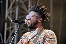 """Leidenschaftlicher Auftritt: Kelvin Jones sucht bei """"Das Fest"""" die direkte Verbindung mit den Zuschauern."""