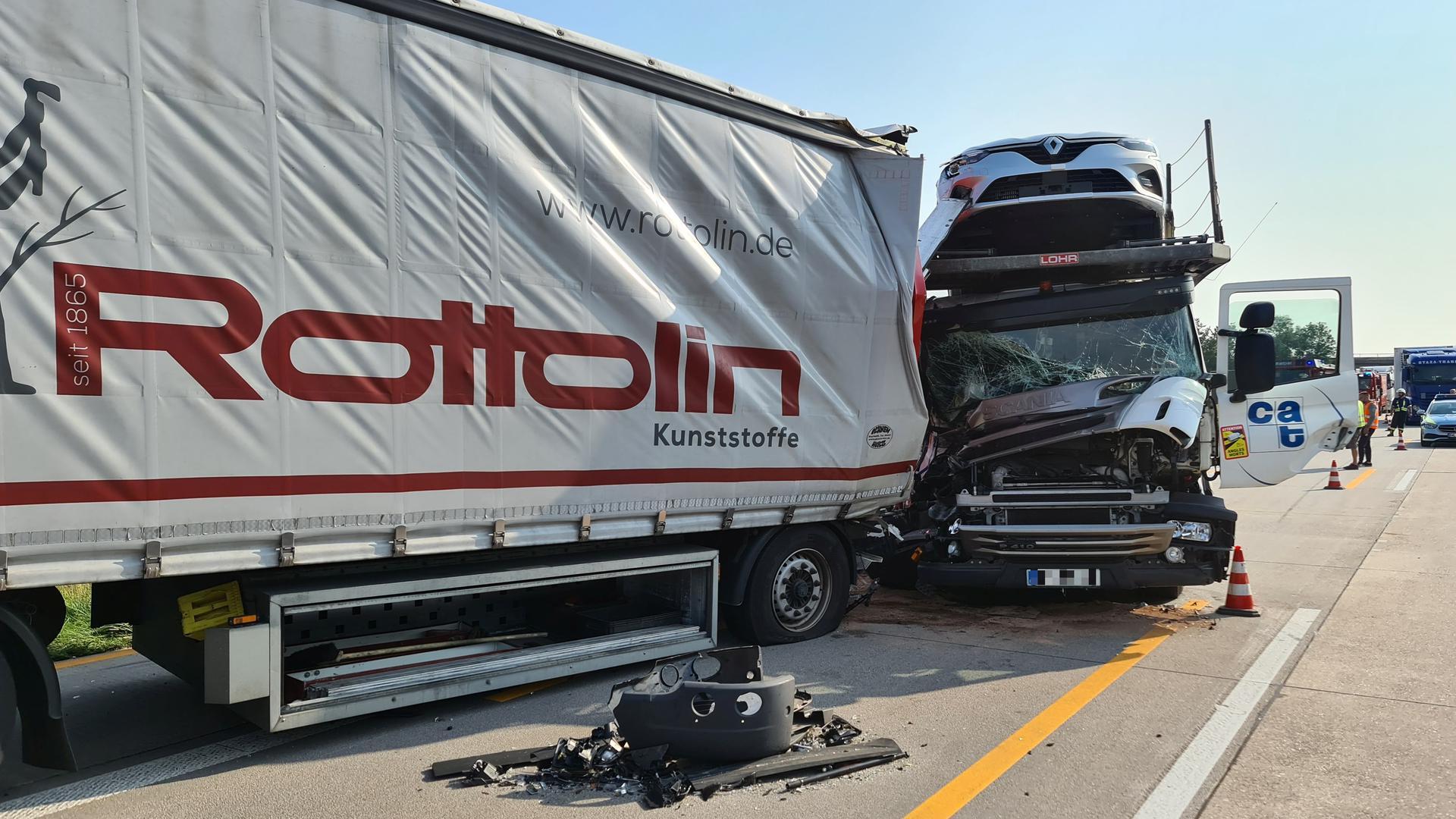 Auf der A5 staut sich der Verkehr nach einem Unfall zwischen Karlsruhe und Rastatt in beide Richtungen.
