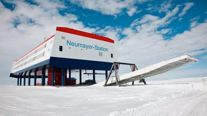 Die deutsche Neumayer-Station III auf dem Ekström-Schelfeis wurde 2009 in Betrieb genommen und ist die Basis der deutschen Antarktisforschung.