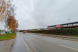 Der umstrittene Discounter ist links neben dem Rewe an der Wössinger Straße vorgesehen. Für die gegenüberliegende Straßenseite berät der Gemeinderat Walzbachtal am Montagabend über eine Bebauungsplanänderung.