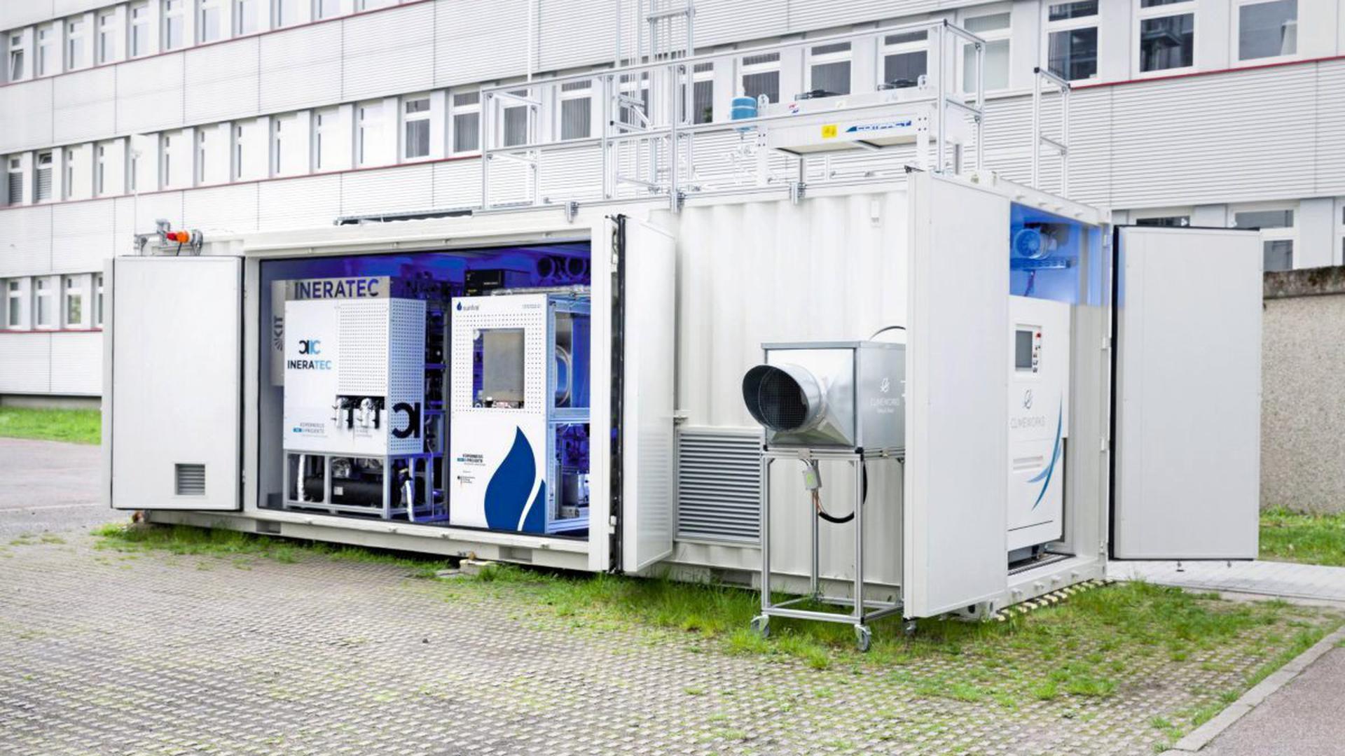 Die weltweit erste integrierte Power-to-Liquid (PtL) Versuchsanlage zur Synthese von Kraftstoffen aus dem Kohlendioxid der Luft.