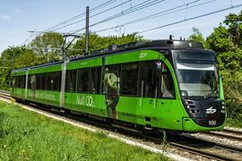 Fahrt in eine neue Zukunft: Eine solche Zweisystemstadtbahn der AVG wird zu einer Gütertram umgebaut. Neben Waren sollen auch Personen in diesen Spezialfahrzeugen transportiert werden.