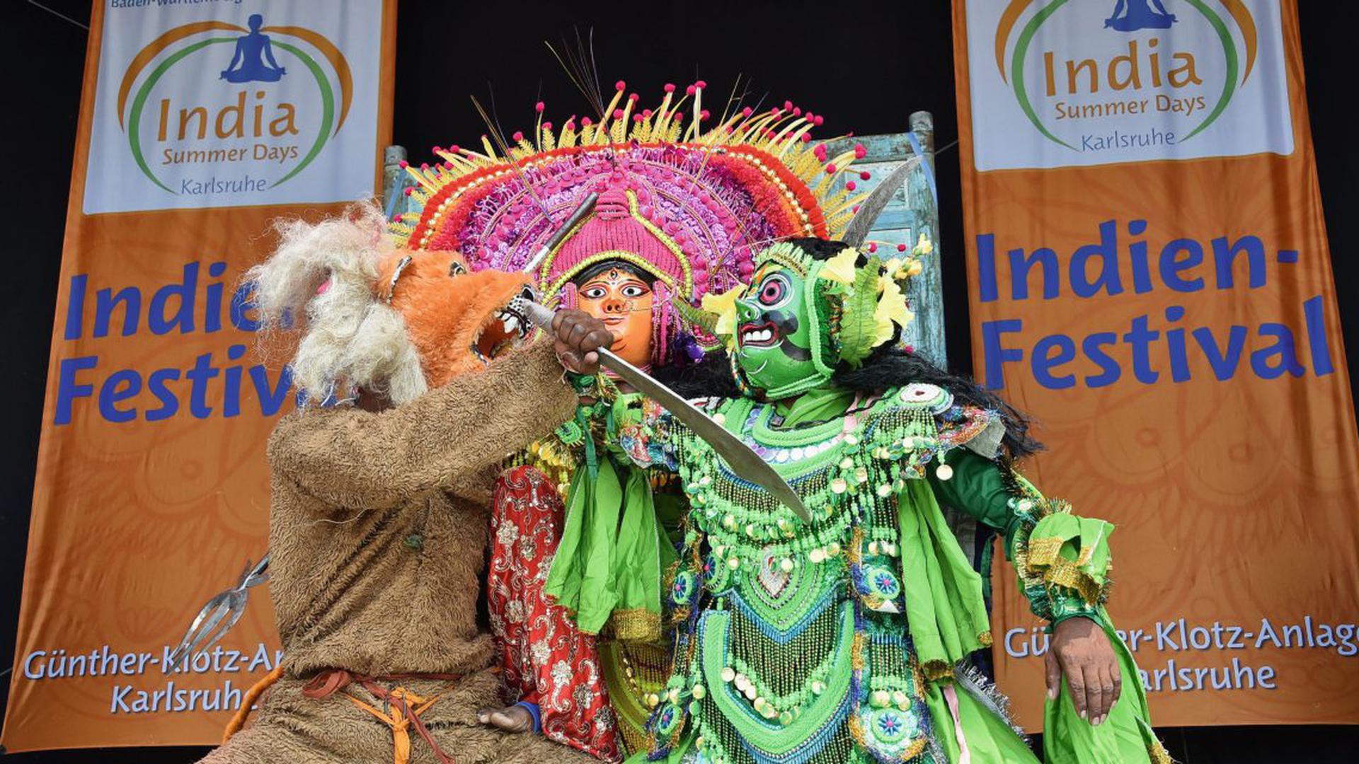 """Der traditionelle indische Maskentanz """"Chau"""" ist Teil der India Summer Days. Die Tänzer treten am Sonntag erneut auf."""