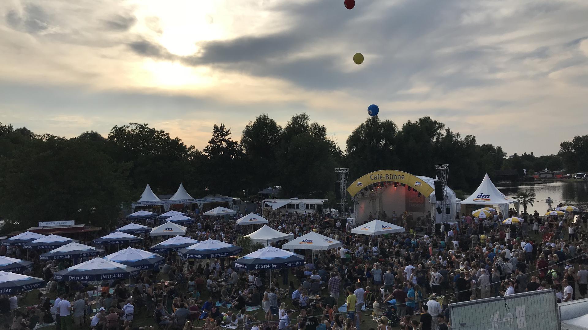 """Auch am Donnerstag waren wieder viele Besucher zum """"Vor-Fest"""" gekommen, um die letzten Sonnenstrahlen zu genießen."""