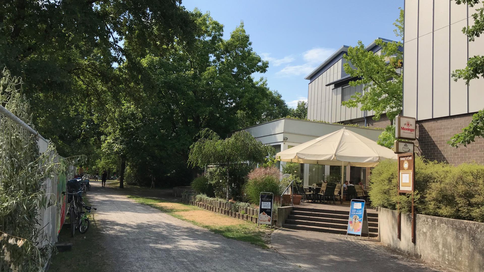 Das Alten- und Pflegeheim Anna-Walch-Haus befindet sich direkt an der Günther-Klotz-Anlage.
