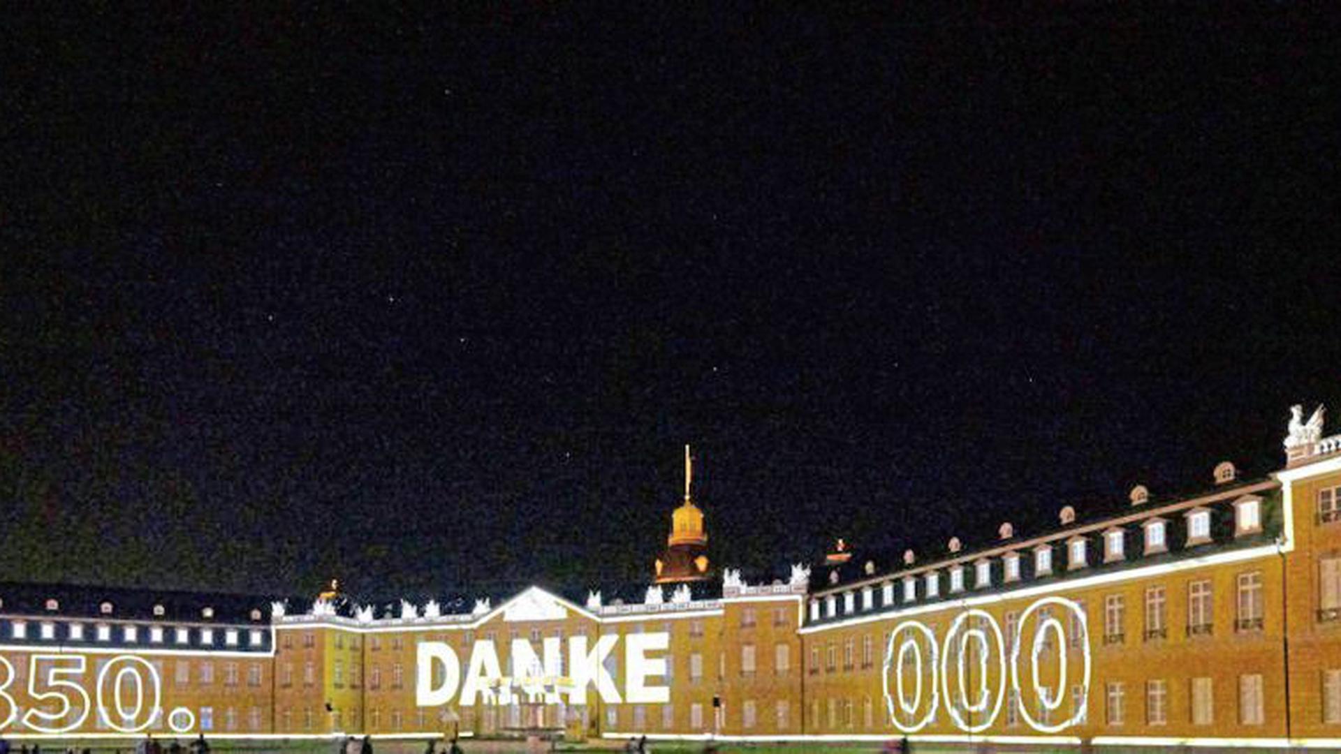 Großer Andrang bei den Karlsruher Schlosslichtspielen: Mehr als 350.000 Besucher wollten die nächtlichen Illuminationen in diesem Jahr sehen.