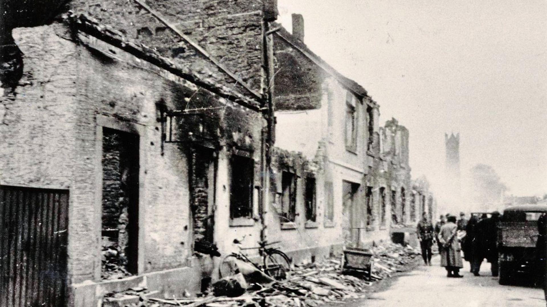 In Schutt und Asche legen fehlgeleitete Brand- und Sprengbomben in der Nacht vom 24. zum 25. April 1944 die allermeisten Häuser in Rintheim. Danach ist der Vorort praktisch entvölkert: Nur zehn Familien haben noch ein Dach über dem Kopf.