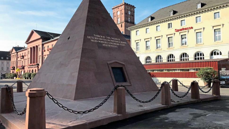 Die Pyramide auf dem Karlsruher Marktplatz ist das Wahrzeichen der Fächerstadt.