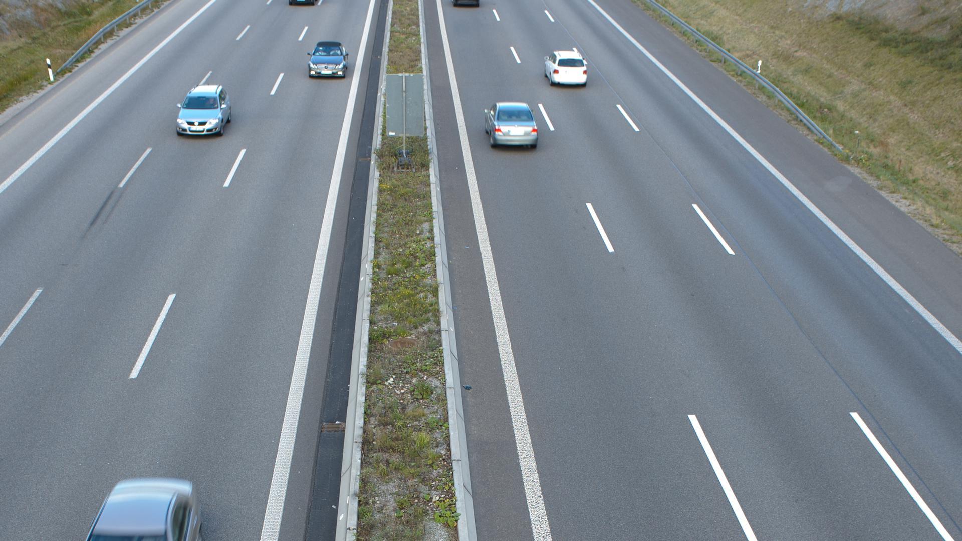 Hier begann der Streit: Auf der A8 zwischen Pforzheim/Süd und Heimsheim versuchte der Golf-Fahrer, den Porsche zu überholen.