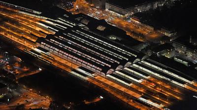 Karlsruher Hauptbahnhof bei Nacht