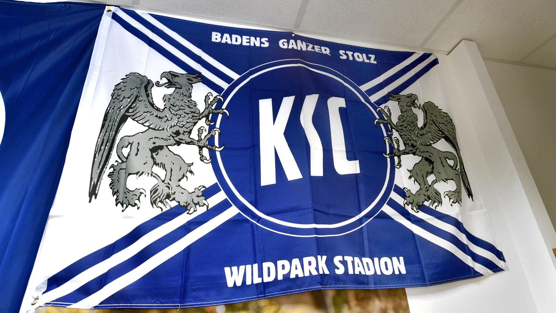 Die KSC-Flagge in Karlsruhe (Symbolbild)