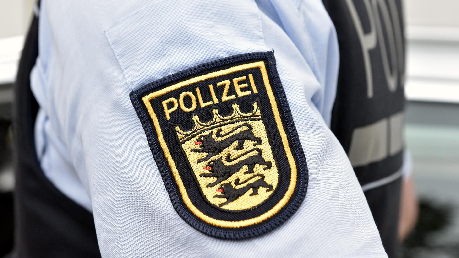 Das Wappen der Polizei Baden-Württemberg befindet sich auf einem Uniformärmel. (Symbolbild)