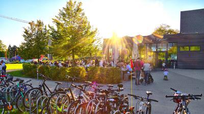 Die Mitarbeiter des Purino in der Karlsruher Oststadt müssen einen großen Außenbereich bekochen. Für Liefer- und Abholkunden bleibt da kaum Zeit.