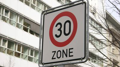 Damit in Städten flächendeckend Tempo 30 gelten könnte, müsste die Straßenverkehrsordnung geändert werden.