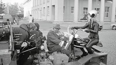 "Marianne Faithfull bei den Dreharbeiten zum Film ""Nackt unter Leder"""