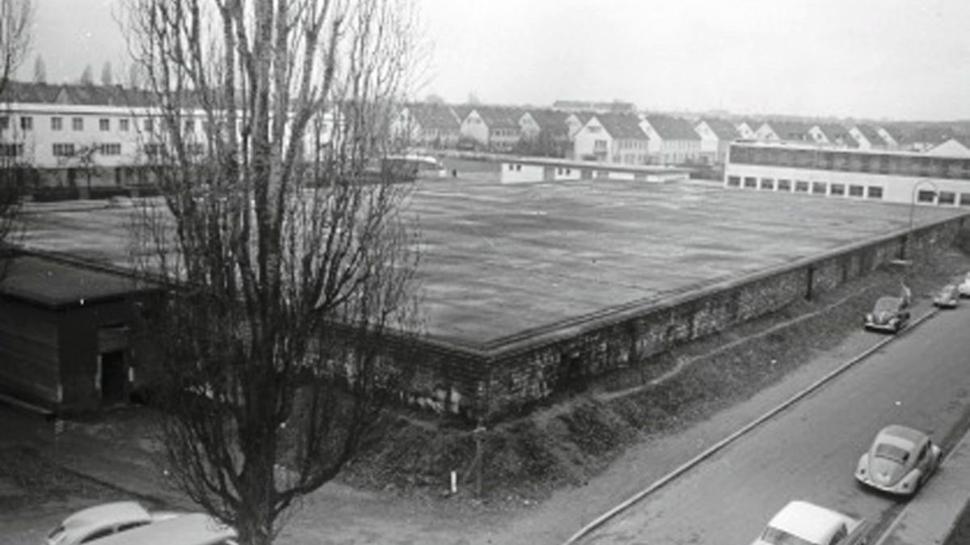 Nur Stollen und Bunker boten einen einigermaßen sicheren Schutz vor Luftangriffen. BNN-Fotograf Horst Schlesiger hat den ehemaligen Luftschutzbunker in der Karlsruher Dammerstocksiedlung 1960 fotografiert.
