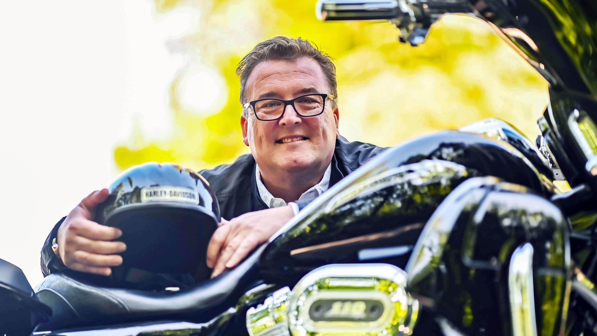 Er hat ein Faible für Amerika: Der Karlsruher Bäderchef Oliver Sternagel, hier mit seiner Harley Davidson.