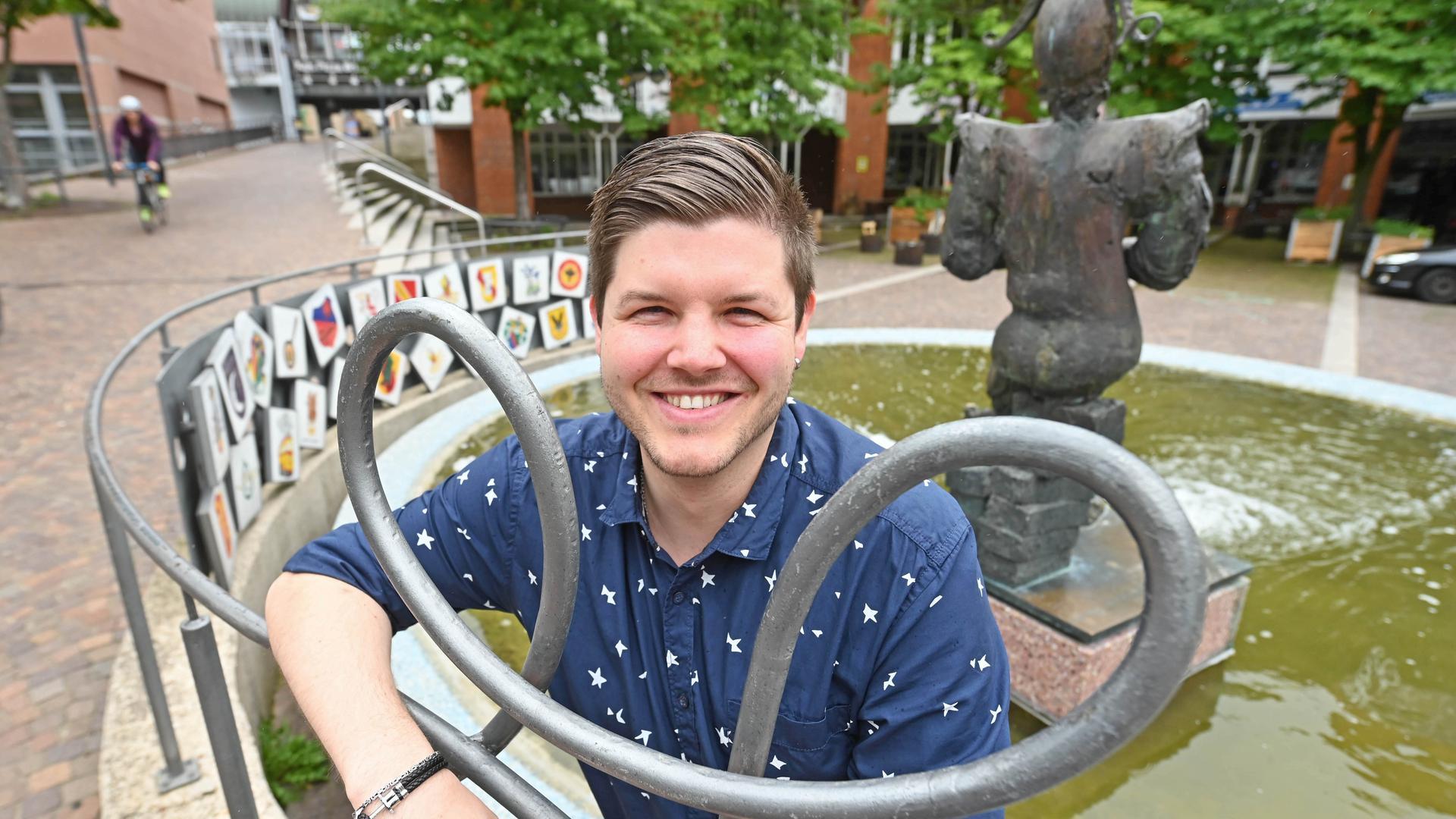 Zum Narrenbrunnen am Karlsruher Kronenplatz hat Marco Dawid, der Vorsitzende des Stadtjugendausschusses, eine ganz besondere Beziehung: Immerhin ist er ein aktiver und begeisterter Fastnachter.