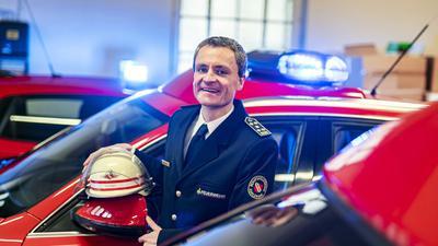 Schon als Kind wolle Florian Geldner Feuerwehrmann werden. Er ist Leiter der Branddirektion Karlsruhe und damit auch Kommandant der Berufs- und der 16 Abteilungen der Freiwilligen Feuerwehr in der Fächerstadt.