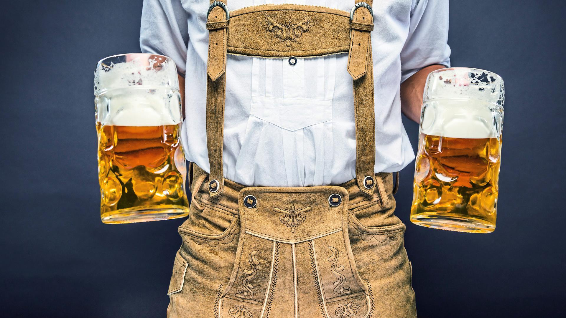 Unverkennbar: Bier und Lederhose gelten als typisch für die Deutschen.