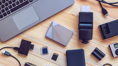 Computer und diverse Speichermedien