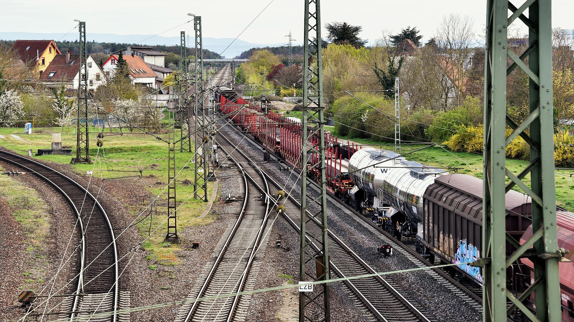 10.04.2021 Schnellbahntrasse Karlsruhe-Mannheim hier bei Graben-Neudorf