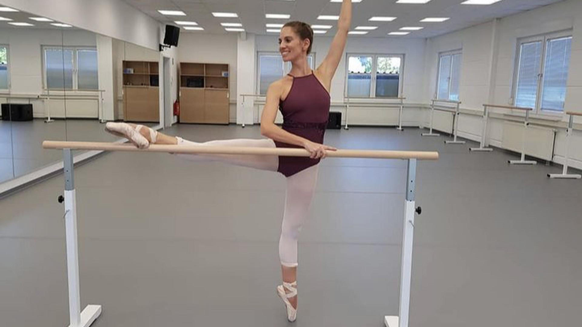 Die Schule kommt wieder in Bewegung: Nadine Elskamp darf mit ihrer Bildungseinrichtung in Oberderdingen wieder Schüler auf ihre Ballettprüfungen vorbereiten. Gemeinsam mit dem Deutscher Berufsverband für Tanzpädagogik kämpfte sie für eine Neubewertung durch das Land Baden-Württemberg.