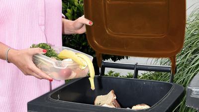 Für die Tonne ist die Befragung nicht: Im Landkreis Karlsruhe entscheiden sich nach und nach mehr Menschen für eine eigene Biotonne ab 2021. Der Rest bringt den Müll selbst zur Sammelstelle oder kompostiert.