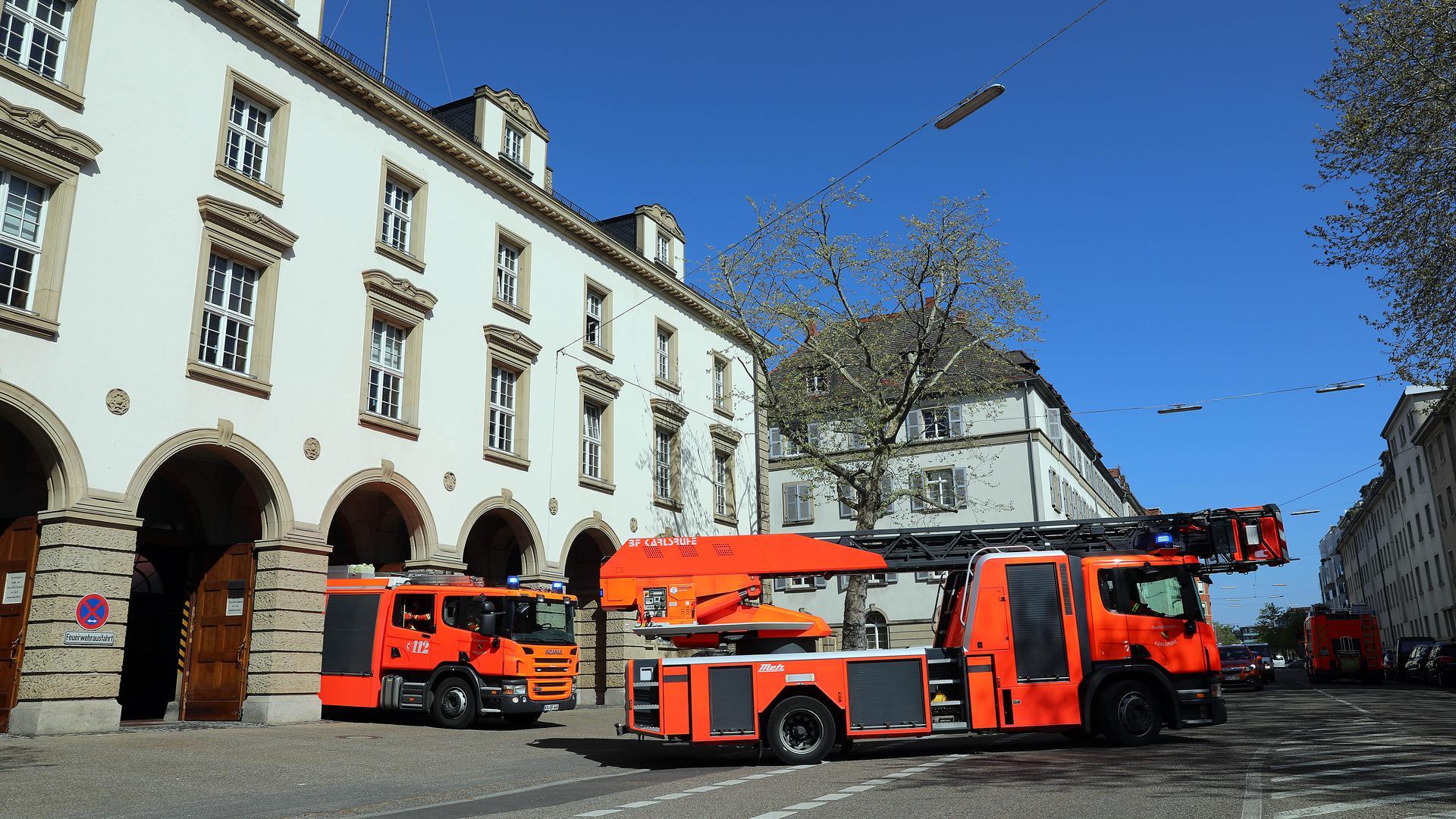 © Jodo-Foto /  Joerg  Donecker// 23.04.2021 Berufsfeuerwehr in der Ritterstrasse, Foto: Einsatz,                                              -Copyright - Jodo-Foto /  Joerg  Donecker Sonnenbergstr.4  D-76228 KARLSRUHE TEL:  0049 (0) 721-9473285 FAX:  0049 (0) 721 4903368  Mobil: 0049 (0) 172 7238737 E-Mail:  joerg.donecker@t-online.de Sparkasse Karlsruhe  IBAN: DE12 6605 0101 0010 0395 50, BIC: KARSDE66XX Steuernummer 34140/28360 Veroeffentlichung nur gegen Honorar nach MFM zzgl. ges. Mwst.  , Belegexemplar und Namensnennung. Es gelten meine AGB.