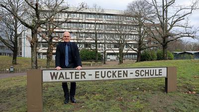 1301.2021 Berufschulen in der Corona-Krise: Schulleiter Stefan Pauli von und vor der Walter-Eucken-Schule