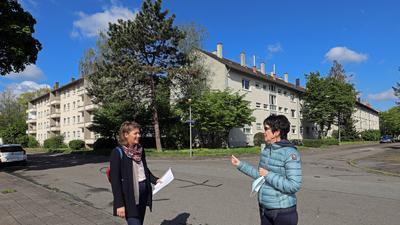 Victoria Stinshoff und Brigitte Wagner am Zanderweg in Daxlanden.