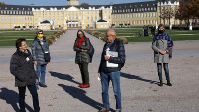 6.11.2020 Team IBB Karlsruhe auf dem Schlossvorplatz, von links: Uschi Franz, Renate Engler, Christiane Aydt, Ulrich Kling und Marion Schuchardt.