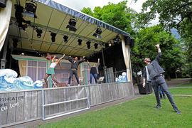 © Jodo-Foto /  Joerg  Donecker// 27.05.2021  Probe vom Kammertheater auf der Freiluftbeuhne im Schlossgarten in Durlach, Foto: re. Ingmar Otto,          -Copyright - Jodo-Foto /  Joerg  Donecker Sonnenbergstr.4 D-76228 KARLSRUHE TEL:  0049 (0) 721-9473285FAX:  0049 (0) 721 4903368 Mobil: 0049 (0) 172 7238737E-Mail:  joerg.donecker@t-online.deSparkasse Karlsruhe  IBAN: DE12 6605 0101 0010 0395 50, BIC: KARSDE66XXSteuernummer 34140/28360Veroeffentlichung nur gegen Honorar nach MFMzzgl. ges. Mwst.  , Belegexemplarund Namensnennung. Es gelten meine AGB.