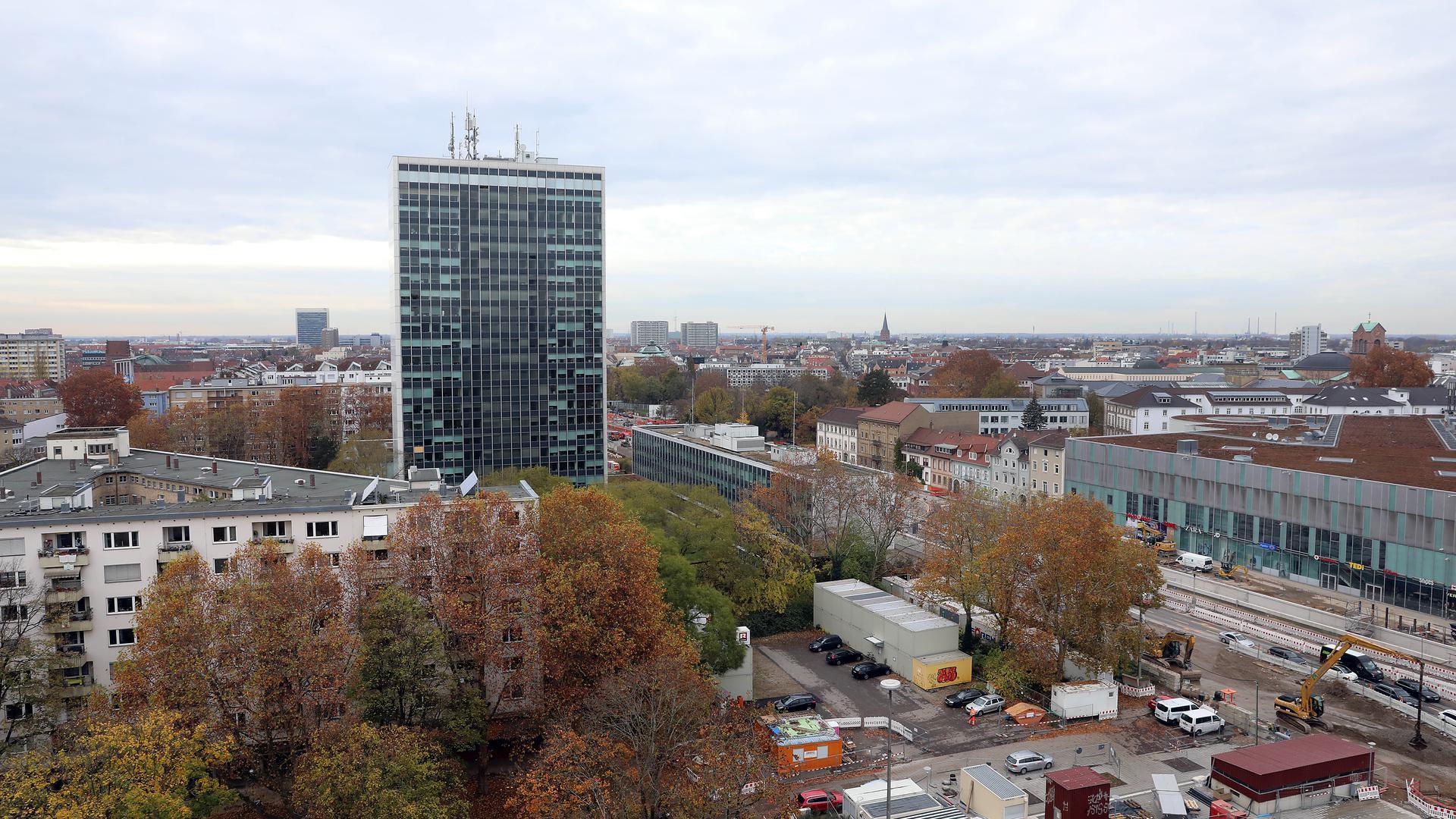 Das Landratsamte in Karlsruhe steht inmitten der Karlsruhe Innenstadt.