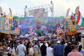 © Jodo-Foto /  Joerg  Donecker// 31.03.2021 Sommerfest der Schausteller auf dem Messplatz,           -Copyright - Jodo-Foto /  Joerg  Donecker Sonnenbergstr.4 D-76228 KARLSRUHE TEL:  0049 (0) 721-9473285FAX:  0049 (0) 721 4903368 Mobil: 0049 (0) 172 7238737E-Mail:  joerg.donecker@t-online.deSparkasse Karlsruhe  IBAN: DE12 6605 0101 0010 0395 50, BIC: KARSDE66XXSteuernummer 34140/28360Veroeffentlichung nur gegen Honorar nach MFMzzgl. ges. Mwst.  , Belegexemplarund Namensnennung. Es gelten meine AGB.