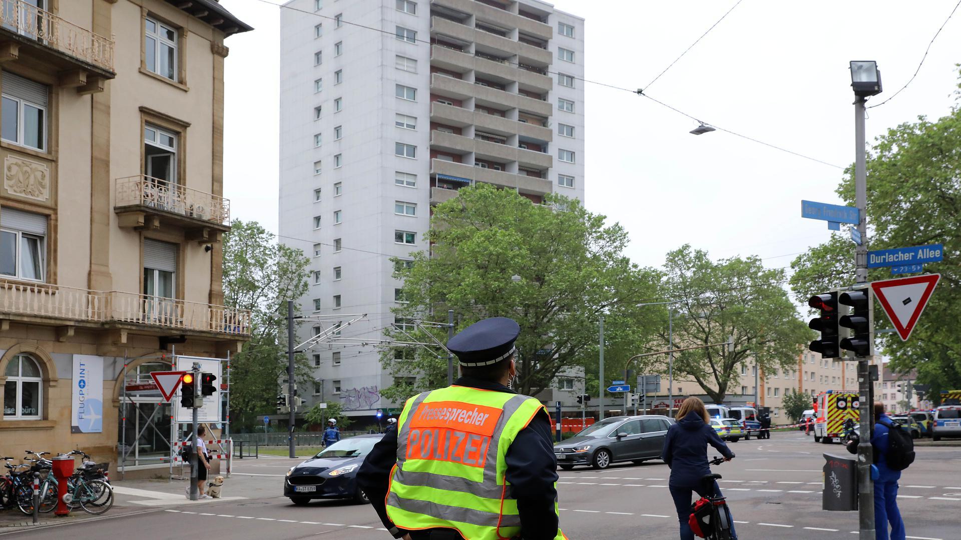 Großer Polizeieinsatz in der Wolfartsweierer Straße / Durlacher Allee