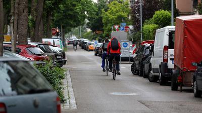 Künftig mit Vorfahrt: Fahrradfahrer auf der Sophienstraße, die zur bevorrechtigen Fahrradstraße wird.