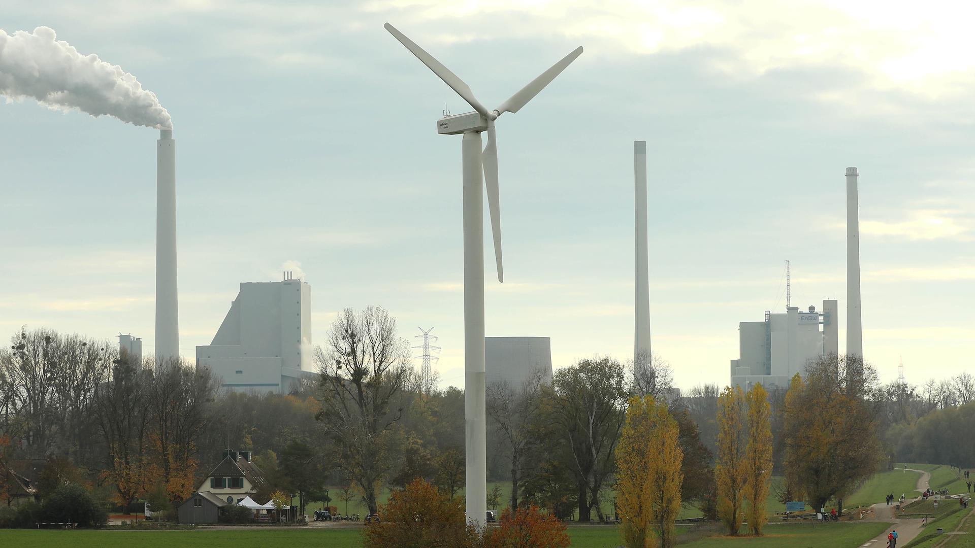 Rückschlag für die Windkraft: Der Regionalverband Mittlerer Oberrhein hatte einen Plan, wo überall Windräder wie hier beim Hofgut Maxau aufgestellt werden sollen. Diese sind nach einer Entscheidung des Verwaltungsgerichtshofs Mannheim hinfällig.
