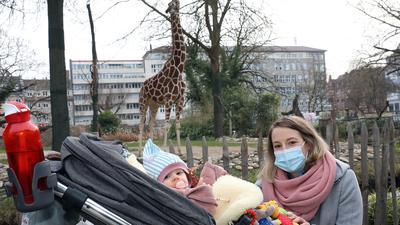Zoobesucherin Julia Hertler mit Tochter Lilly.