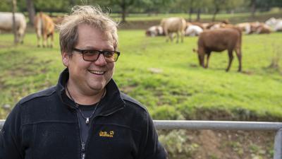 Landwirt Markus Klatz aus Ettlingen geht in der Tierhaltung andere Wege.