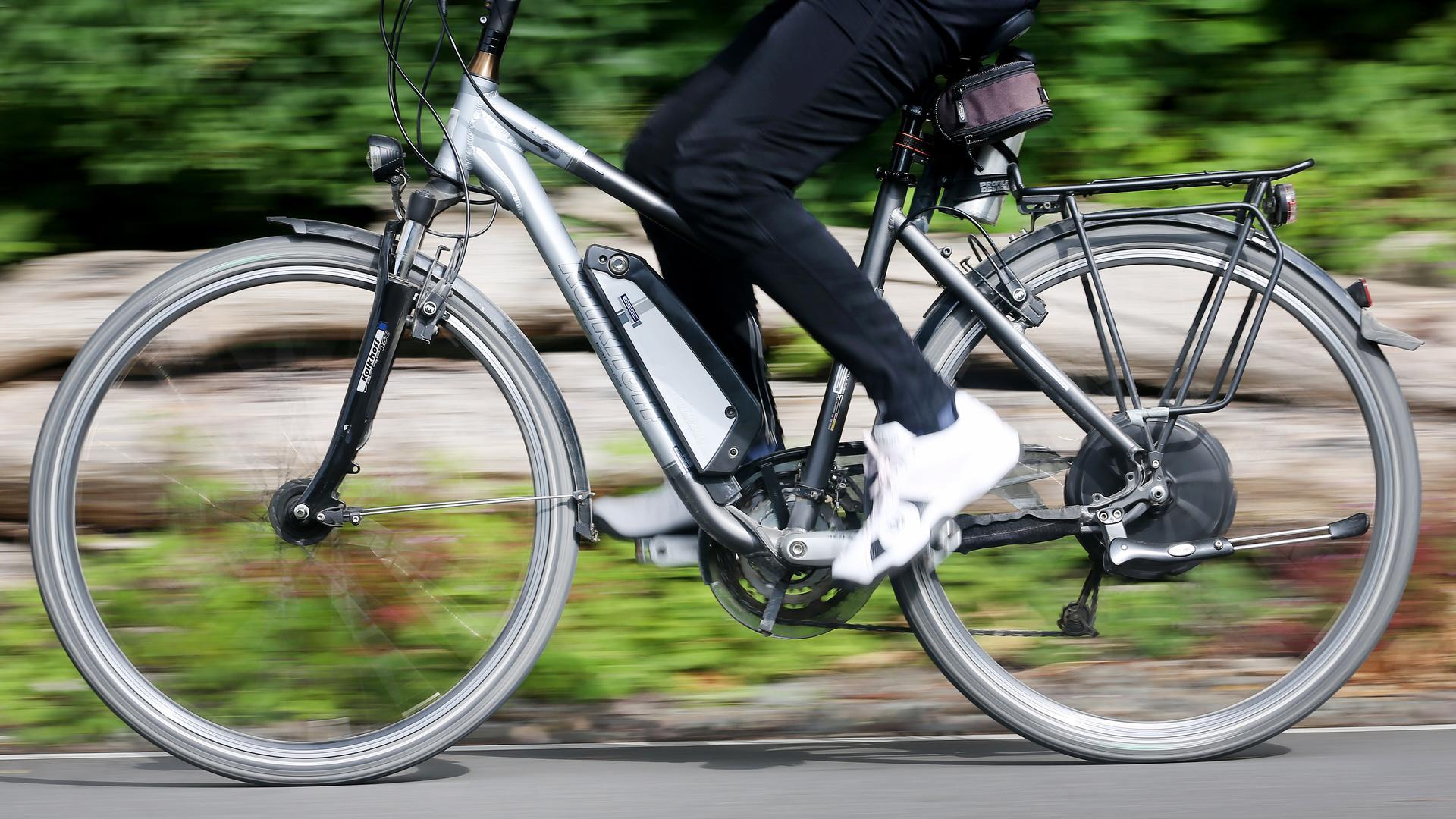 Arbeitgeber setzen auf zwei statt vier Räder: Immer mehr Mitarbeiter kommen mit dem Fahrrad zur Arbeit. Der Landkreis und viele weitere Kommunen unterstützen beim Leasing der E-Bikes.