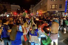 Ungezügelte Freude auch in Karlsruhe: Nach dem EM-Sieg Italiens über England gab es einen Autokorso durch die Innenstadt.